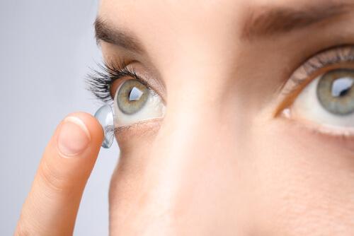 wpływ powietrza na soczewki kontaktowe