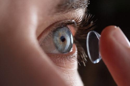 moce soczewek kontaktowych