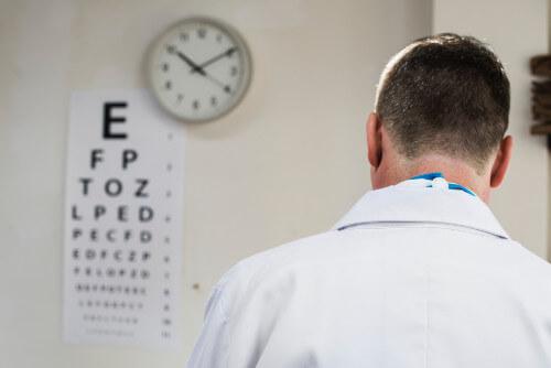 okulista, optometrysta czy optyk
