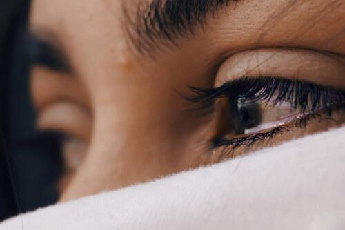skąd się biorą łzy